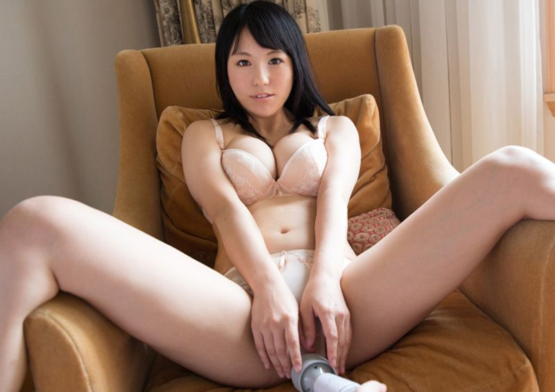 照れ屋な少女を電マでイカせてみた Izumi