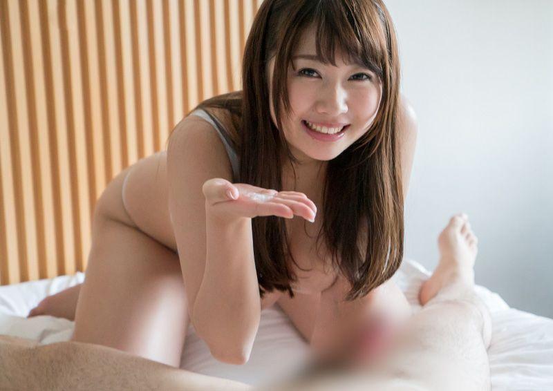 色白巨乳お姉さんのパイズリフェラ Sakura