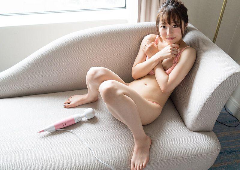 乳首を摘まれながら電マオナニー Chiharu