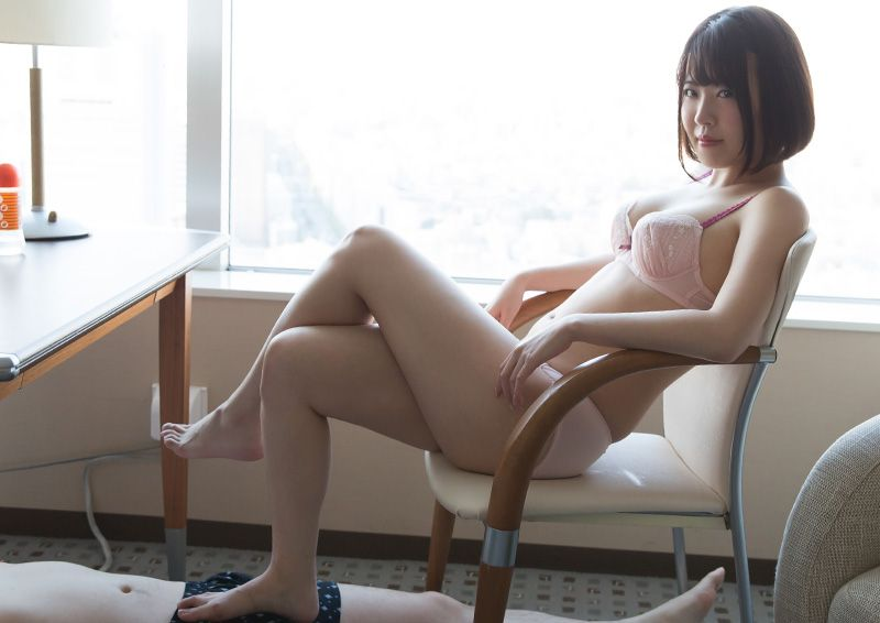 手のように動く足でシコシコご奉仕 Minami