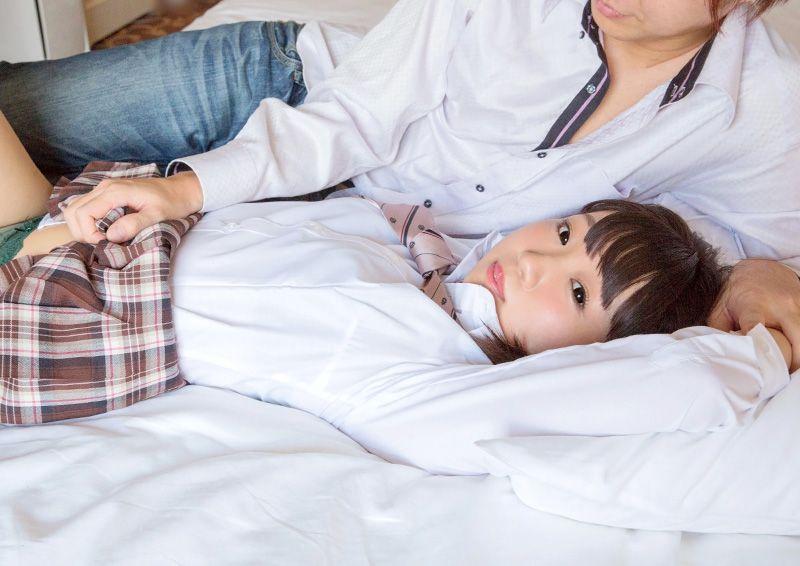 ウブなパイパン娘と制服H Shizuku